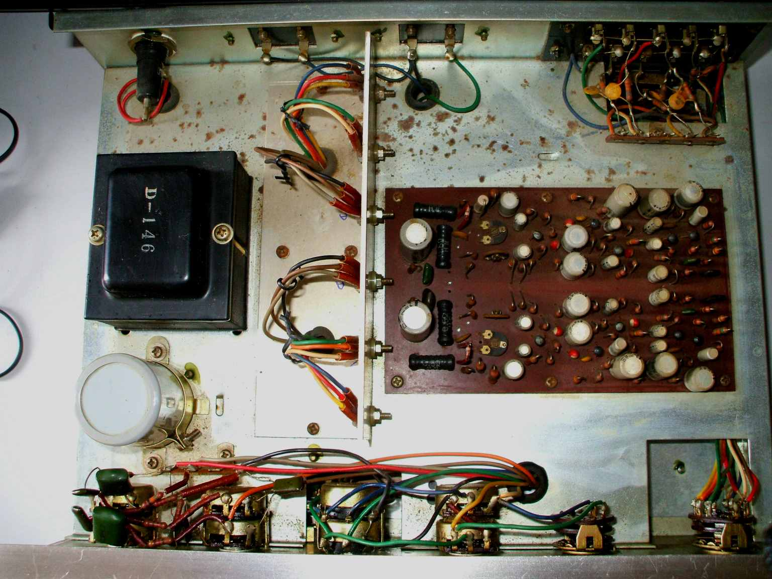 Luxman Audio Products Power Amplifier Otl For Cassette Radio Booster It Have Transistor Also A 5 Way Input Selector European Din Tape And Headphones Jack Is Added The Setup Of This Amp Quite Same As You Can See